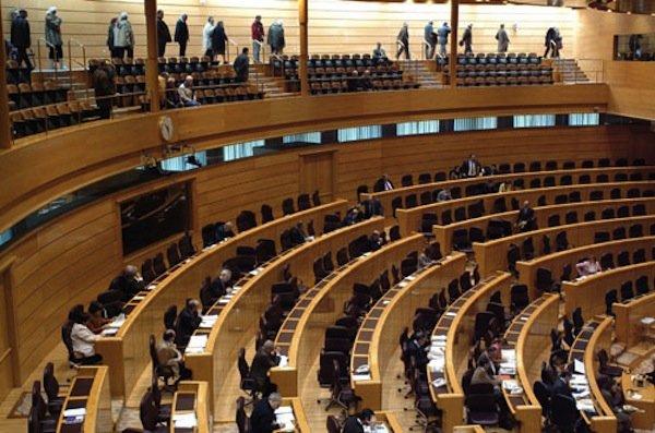 La cámara del Senado (con gran parte de los asientos vacíos)