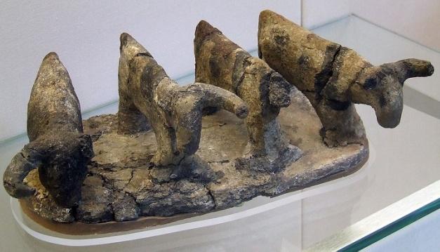 Modelo realizado en arcilla de cuatro bueyes (3500 a. C.)