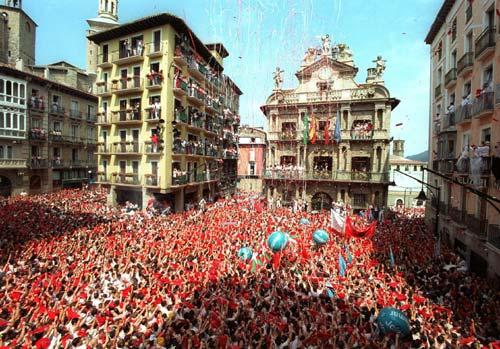 Celebración multitudinaria del Txupinazo de los Sanfermines