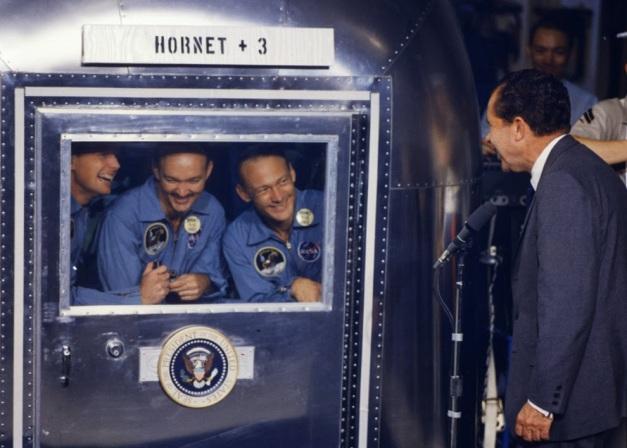 Foto del regreso a la Tierra de los tripulantes del Apolo 11