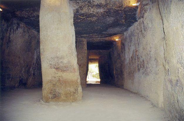 Interior de la cueva de Menga, en Málaga, una de las mejores representaciones megalíticas peninsulares