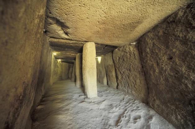 Interior de la Cueva de Menga, en Málaga