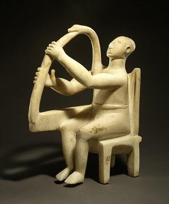 La figura antropomorfa del tocador de Lira, hallado en las islas Cícladas