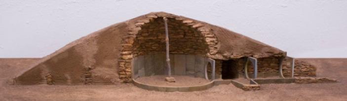 Reconstrucción de un enterramiento tipo tholoi de Los Millares con estructura tumular