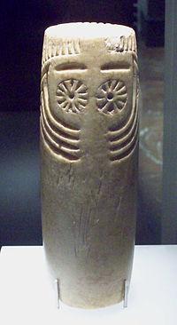 Representación simbólica oculada y con cejas típica del calcolítico peninsular de Los Millares