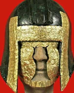 Algunos cascos y máscaras de oro hallados en Grecia de la primera edad del Hierro