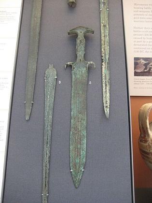 Espadas de bronce micénicas de entre el 1300 y el 1100 a.C.