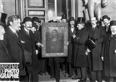 Foto histórica de la recuperación para el Museo del Louvre de la Gioconda, en 1913