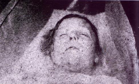 Fotografía mortuoria de Mary Ann Nichols, primera víctima de Jack el destripador