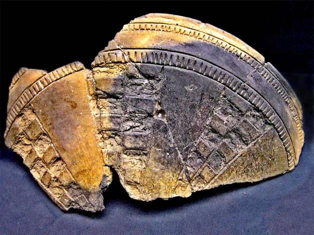 Pieza de cerámica excisa contextualizada en el grupo cultural Cogotas I, en la Península Ibérica