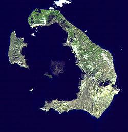 Vista de satélite de la isla de Santorino, dentro del archipiélago de las islas Cícladas
