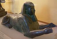 Esfinge en bronce del faraón Apries, datado en el Periodo Tardío