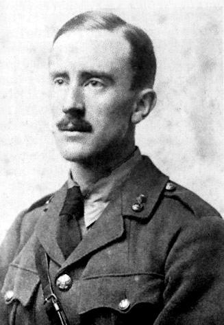 Fotografía del escritor J.R.R. Tolkien en el año 1916