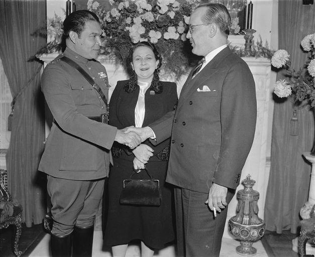 Fulgencio Batista y su mujer en una visita a Washington, EEUU, en 1938