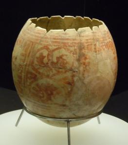 Huevo de avestruz decorado hallado en Egipto y datado del neolítico