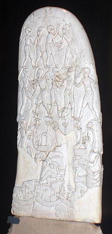 Vergrößertes Bild des Griffs eines verzierten Messers, kontextualisiert in der prädynastischen Zeit von Naqada III