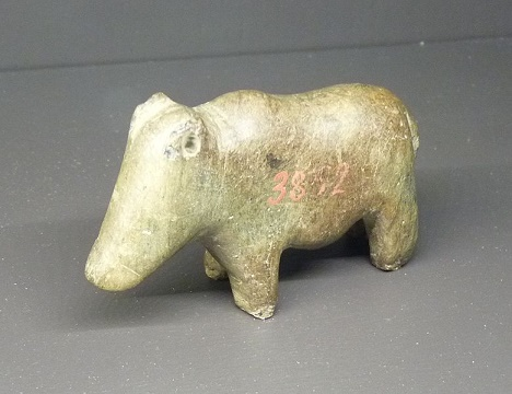 Representación pétrea de un animal, contextualizado en el predinástico egipcio de Naqada I