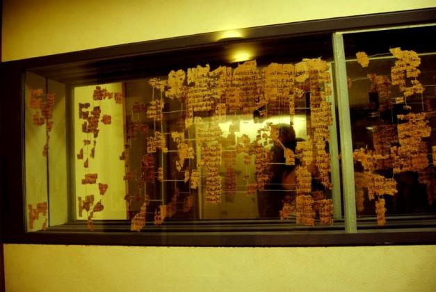 Sala del Museo egipcio donde se exponen los fragmentos que quedan del Papiro Real de Turín