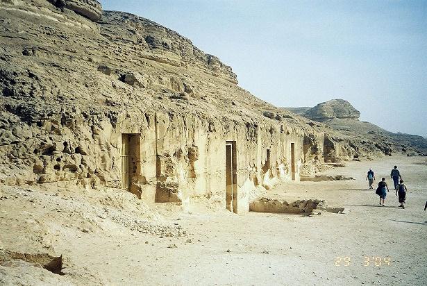 Estado actual de la entrada a las tumbas de gobernadores provinciales de la XI dinastía