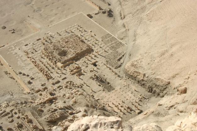 Estado actual del templo funerario del rey Montuhotep II, inaugurador del Reino Medio