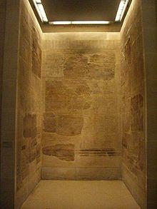 Lista Real de Karnak, expuesta en el Museo del Louvre, donde se recoge, entre otros muchos, al rey Montuhotep I