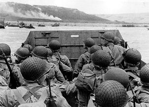 Fotografía histórica de momentos antes de comenzar el desembarco aliado en la Bahía de Normandía