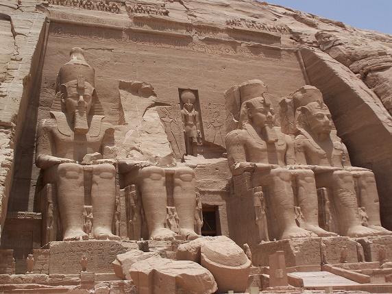 El exterior del templo de Abu Simbel, uno de los templos más visitados de Egipto