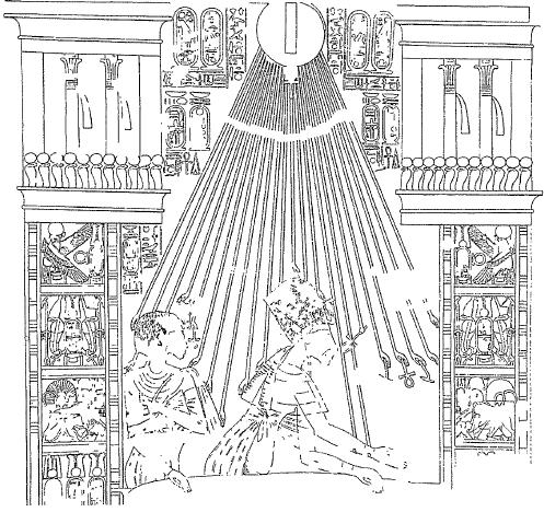 Escena que representa al rey ya bajo el nombre de Akhenaton, acompañado de la reina Nefertiti y bajo la protección de Atón