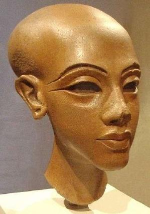 Escultura encontrada en Amarna que ejemplifica todos los rasgos del estilo artístico de Amarna