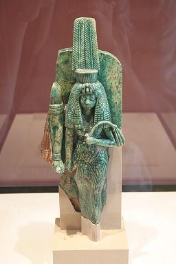 Fragmento de una pequeña escultura en el que se representaría a la reina Tiye junto a su esposo, Amenhotep III