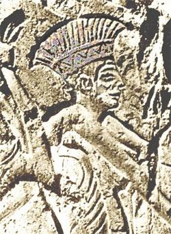 Relieve en el que se representaría a un peleset, con su característico casco sobre la cabeza