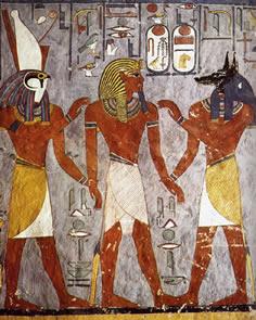 Representación en la que se ve al rey Ramsés I acompañado de los dioses Anubis y Horus