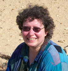 Fotografía que muestra a Carol Redmount, una de las grandes arqueólogas de El Hiba
