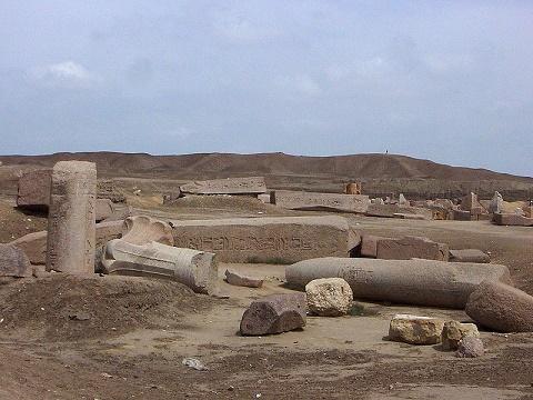 Imagen que muestra el estado actual de algunas de las ruinas de la ciudad de Tanis