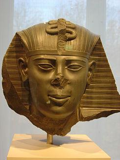 Estado actual de una estatua en la que se representaría a Ahmose II, penúltimo rey de la Dinastía XVI