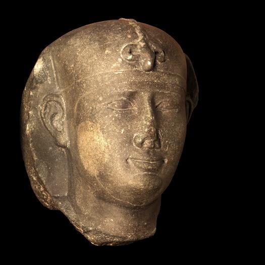Estado actual de una estatua en la que se representaría a Nectanebo II