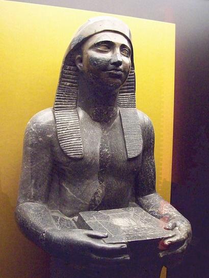 Estatua en granito representante del rey egipcio Nectanebo I
