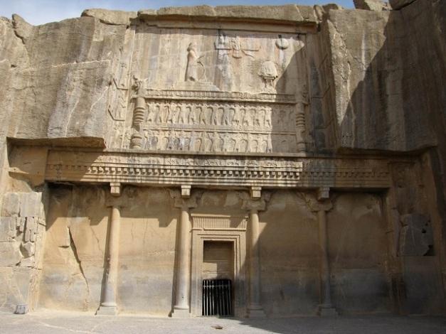 Fachada de entrada a la tumba del rey persa Atajerjes II
