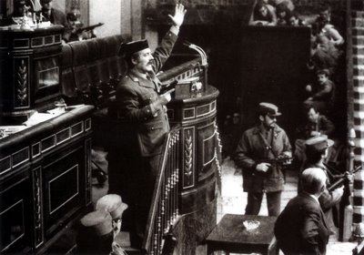 La famosa imágen histórica que recrea la irrupción de Tejero en el Congreso de los Diputados