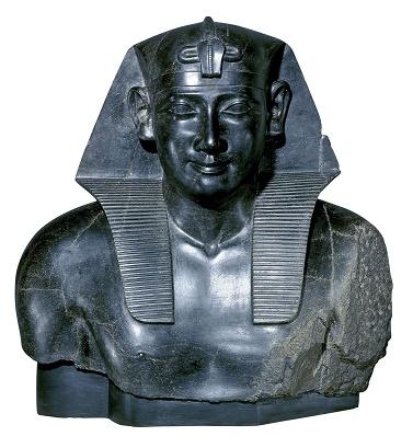 Representación de Ptolomeo como uno más de los reyes egipcios