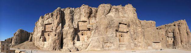 Vista panorámica de Naqsh-e Rostam, el lugar donde se enterraron a algunos reyes aqueménidas