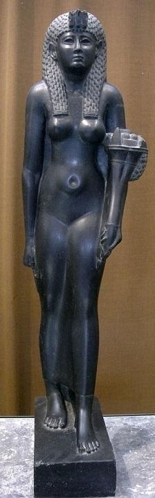 Estatua de basalto negro que representaría a Cleopatra VII