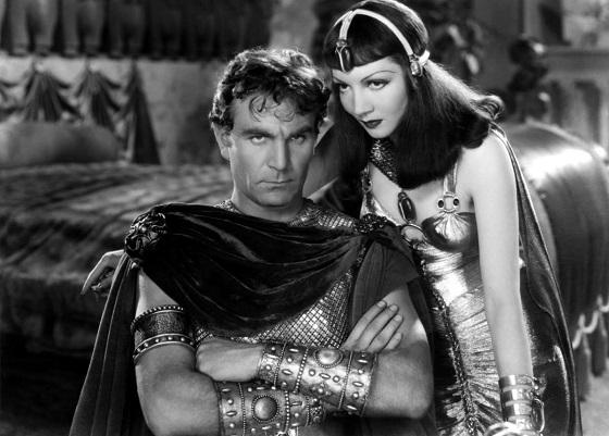 Imagen de una de las películas en las que se idealizó la relación entre César y Cleopatra