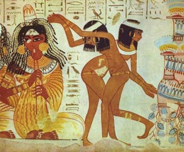 Uno de los roles más frecuentes de la mujer en el antiguo Egipto era el que se ve en esta pintura de músicos y bailarinas de la XVIII dinastía