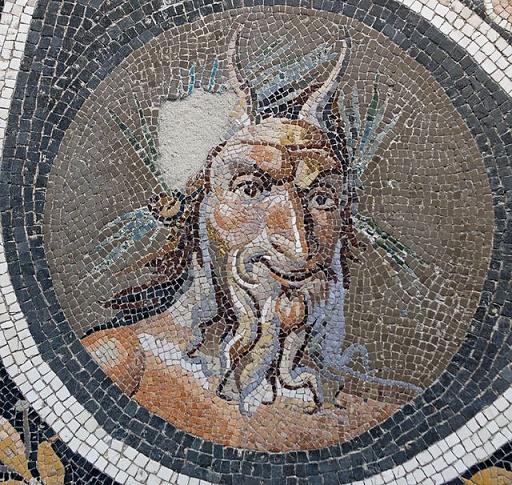 Mosaico romano en el que se representa el rostro del Dios Pan