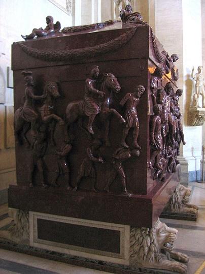 Sarcófago romano construido en pórfido