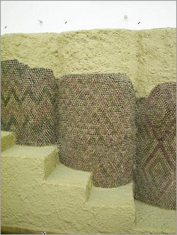 Ejemplo de este tipo de revestimiento de los muros exteriores de los templos