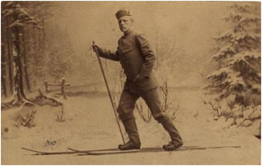 Fotografía que muestra a Nansen esquiando