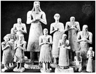 Grupo de piezas arqueológicas que representarían una familia mesopotámica