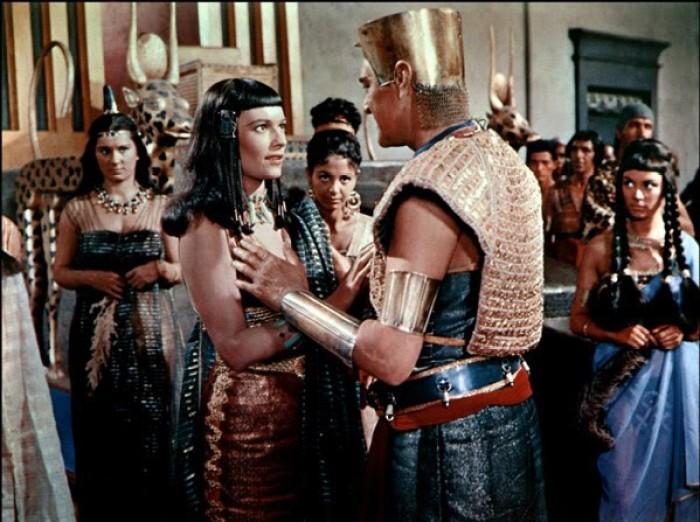 """Fotograma de la película """"Tierra de faraones"""""""